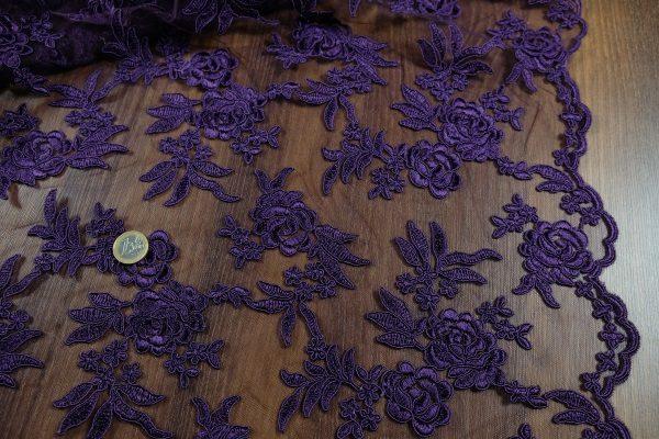 Vyšívaný tyl violet